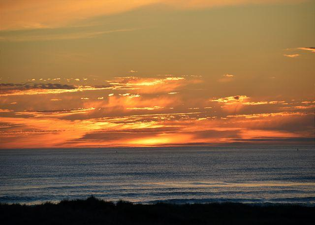 Sunset View from Balcony - Top Floor 2-BD Unit with Amazing Ocean View!  Pets Welcome! - United States - rentals