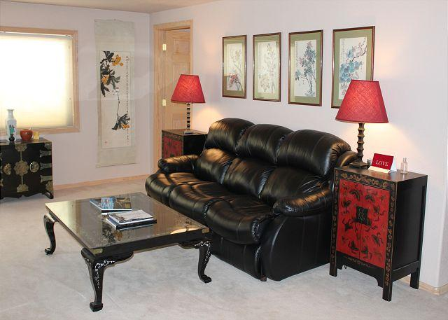 Cozy living area with leather sleeper sofa, gas stove and 40'' flat panel TV with cable. - 200 W Buffalo - Dillon - rentals