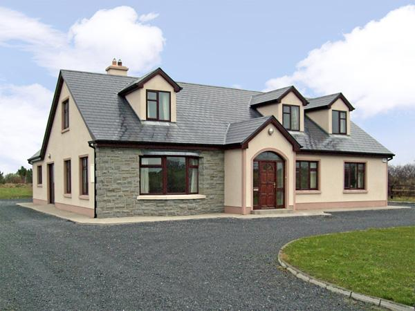 CRAGGAKNOCK, pet friendly, country holiday cottage, with a garden in Doonbeg, County Clare, Ref 2829 - Image 1 - Doonbeg - rentals