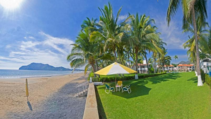 Beautiful 2-3 Bedroom beachfront from $175/night - Image 1 - Manzanillo - rentals