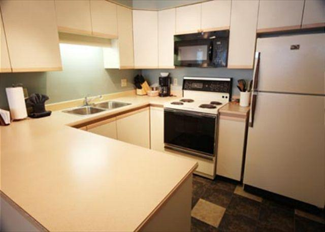 Kitchen - Greystone Lodge 2 Bedroom Ski-in Ski-out Whistler Condo - Whistler - rentals
