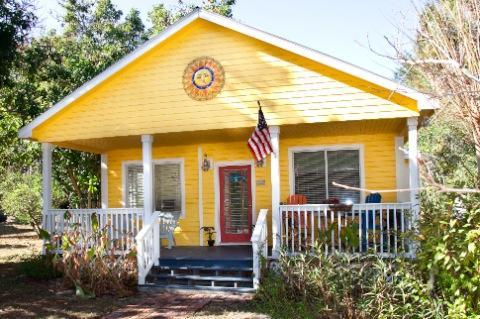 Front Exterior - SCENIC VACATION COTTAGE IN TARPON SPRINGS - Tarpon Springs - rentals