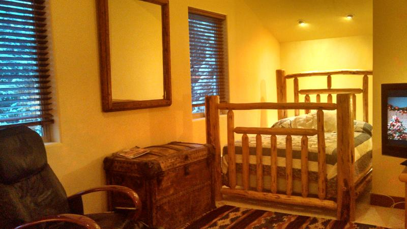 3rd Level Master Bedroom with King & Double beds - Looking for that special MOUNTAIN EXPERIENCE??? - Whitefish - rentals