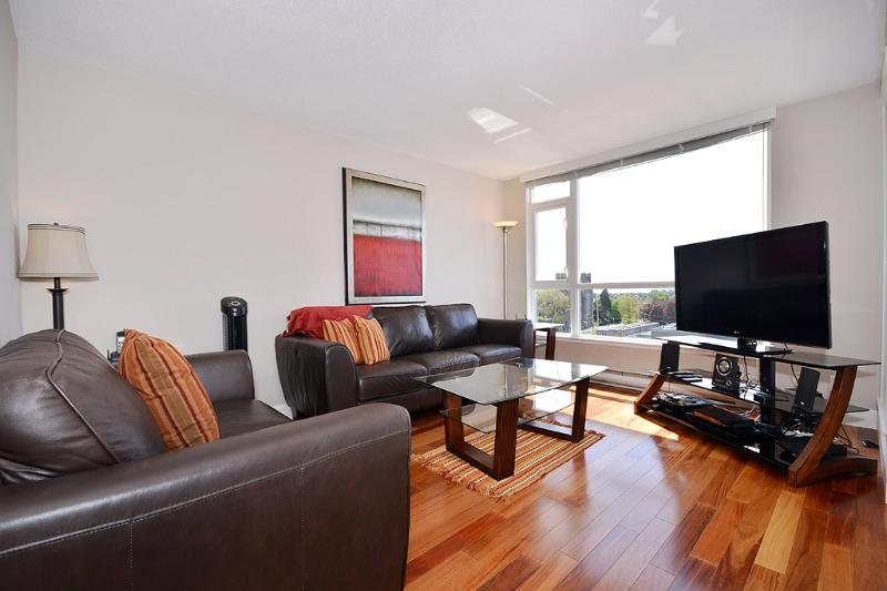 Living room with sweeping views and balcony access - Downtown Victoria 2 Bedroom Penthouse with Large Rooftop Patio and Views - Victoria - rentals