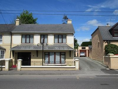 Fair Hill - Excellent Town Location ( 5min Walk )- Sleeps 8 - Private Parking - Image 1 - Killarney - rentals