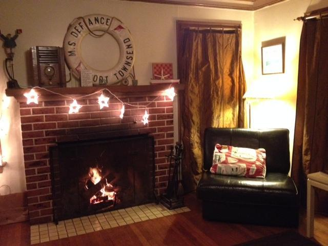 No remote controlled flames, feel the warmth.  Starter firewood is included. - Boatbuilders & Pilots Cottages - Marina hideaway - Port Townsend - rentals