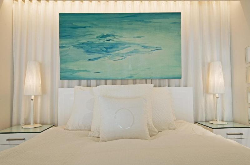 Bedroom with art by Brooklyn-based artist Minyeon Lee - SAVE $100! Now $599 was $699 NYC 1 Bed/2 Bath Loft - New York City - rentals