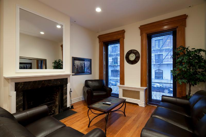 Front Parlor with sleep sofa - Sleeps 16! 6 Bed/3 Bath Apartment, Midtown East, Awesome! (8271) - New York City - rentals
