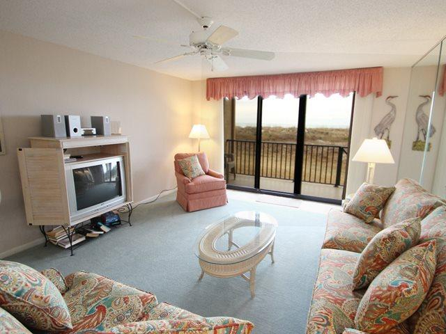 Living area 2 - Island Club, 2101 - Hilton Head - rentals