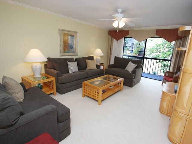 Living area - Island Club, 141 - Hilton Head - rentals