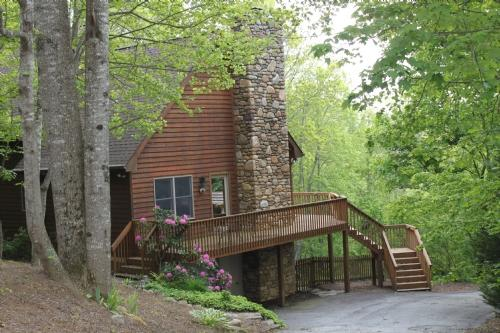 Exterior ~ A Mountain Escapade - A Mountain Escapade - Fletcher - rentals