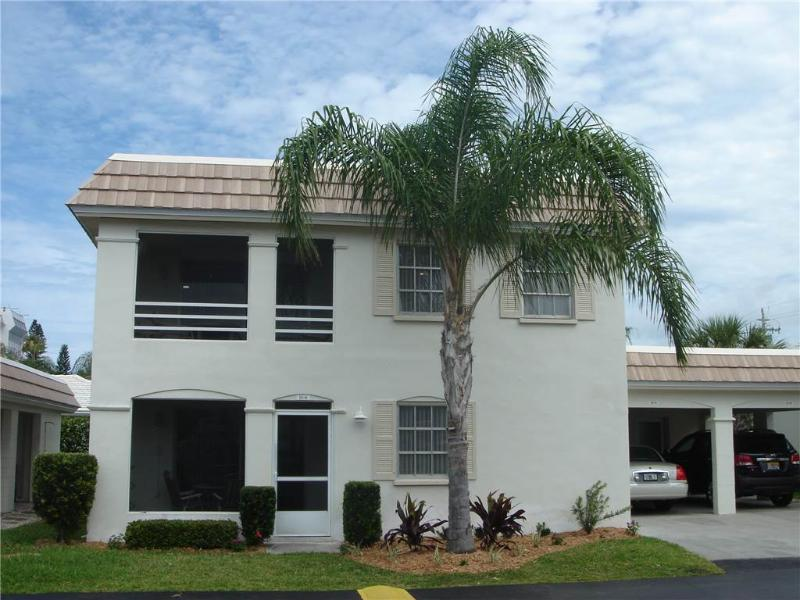 Attractive ground level condo near the beach - Villa 10A - Image 1 - Siesta Key - rentals