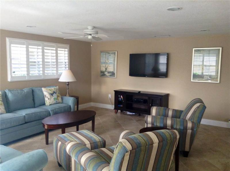 Beautifully maintained 2BR villa near the shoreline - Villa 6 - Image 1 - Siesta Key - rentals