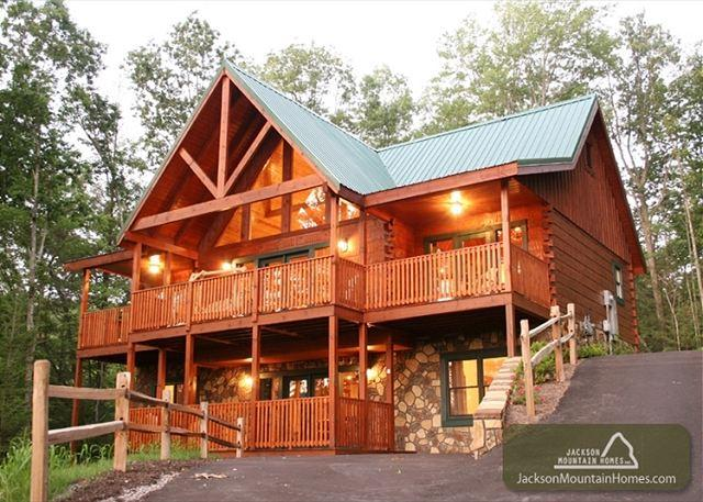 SMOKY TOP LODGE - Image 1 - Gatlinburg - rentals