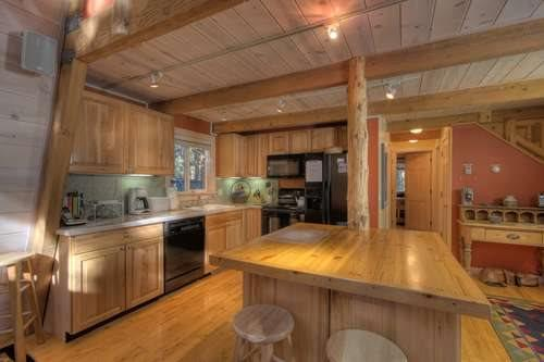 Pine Cone Remodeled Lake Tahoe Cabin w/Hot Tub - Image 1 - Agate Bay - rentals