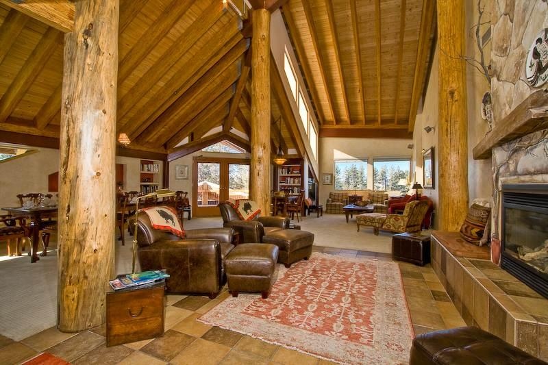 Deluxe Downtown Penthouse with Private Hot Tub, Walking Distance to Skiing and Casinos (HV24) - Image 1 - South Lake Tahoe - rentals