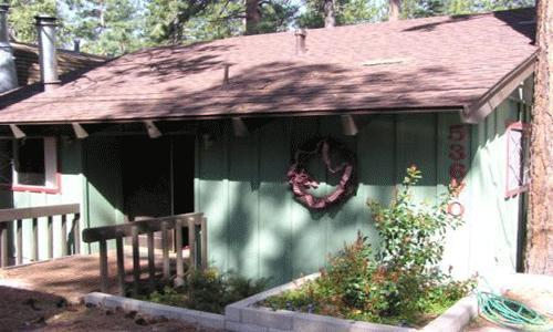 2 Bedroom, 1 Bath, Sleeps 6, Hot tub, Pets Ok: Horseshoe pit, dog run, freestanding fireplace - Bears Den - Idyllwild - rentals