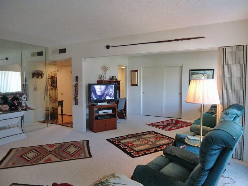 Living Room - Canyon View Condos One Bedroom & Den #31 - Palm Springs - rentals