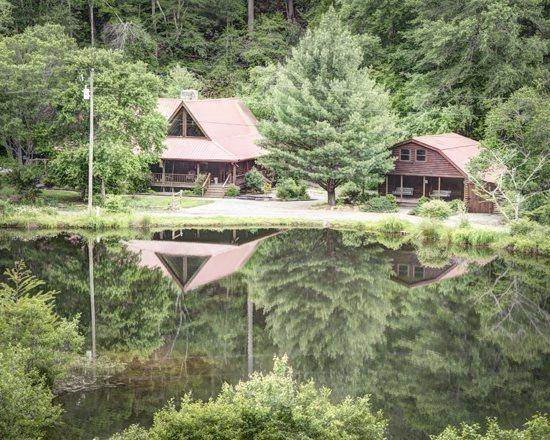 VIEW FROM ACROSS LAKE - BEAR LAKE LODGE*3 BR/ 2.5BA CABIN WITH CREEK AND LAKE FRONTAGE~GAS GRILL~WIFI~JETTED TUB~TWO ISLANDS~SLEEPS 10~2 CANOES~FISHING POLES~FLOATS~HORSESHOE PIT~SCREENED IN HOT TUB~$190/NIGHT! - Blue Ridge - rentals