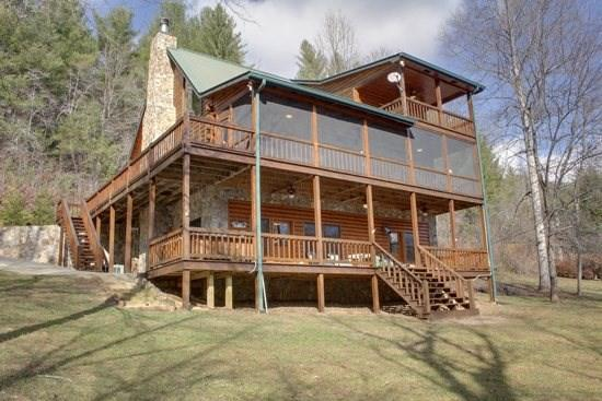 RIVER ESCAPE ON THE TOCCOA*4 BR~3.5 BA~CABIN ON THE TOCCOA RIVER~RIVERSIDE DECK~WOODBURNING FIREPLACE~POOL TABLE~HOT TUB~CHARCOAL GRILL~ONLY $225/NIGHT! - Image 1 - Blue Ridge - rentals