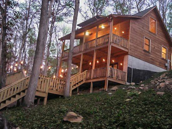 LOWER VIEW OF CABIN - ALPINE LODGE*BEAUTIFUL 3BR/3BA PRIVATE CABIN ON CREEK~WIFI 5G~HOT TUB~FOOSEBALL~GAS GRILL~FIRE PIT~AND GAS LOG FIREPLACE~ONLY $135/NIGHT! - Blue Ridge - rentals