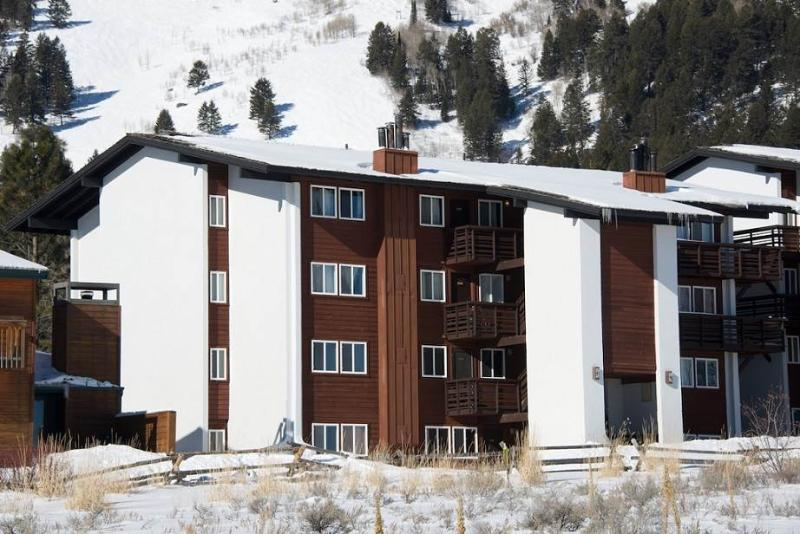 Lovely Condo in Teton Village (2bd/1.5 Gros Ventre A 10) - Image 1 - Teton Village - rentals