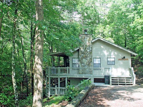 OUTSIDE VIEW - BEAR CAVE ~2BR~1BA~CHARMING WOODED CABIN~HOT TUB~PET FRIENDLY~CHARCOAL GRILL~WOOD BURNING FIREPLACE~JACUZZI TUB~SLEEPS 6~ONLY $99/NIGHT! - Blue Ridge - rentals