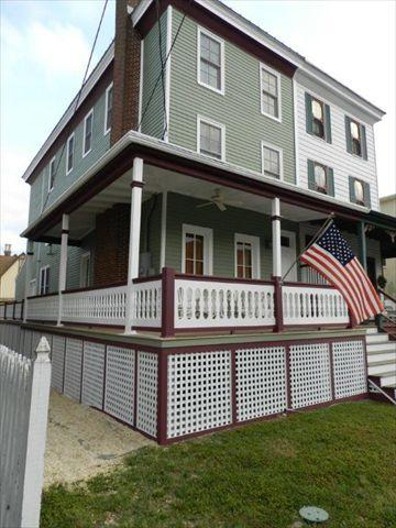 Front Of Property - House with 6 Bedroom, 6 Bathroom in Cape May (824 Stockton Ave, LLC 97300) - Cape May - rentals