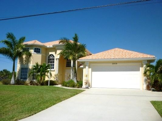 Front Elevation - See Virtual Tour Link Above Picture - Dolce Vita - 3Be/4Ba Electric Heated Pool, 2-Story, Gulf Access Lake, High Speed internet - Fort Myers - rentals
