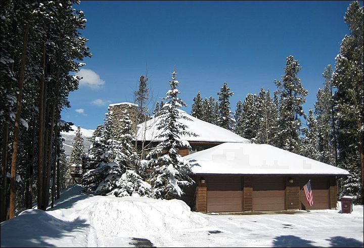 The Home is Located on 2.5 Acres - Secluded Mountain Home - Free Gondola parking pass (2331) - Breckenridge - rentals