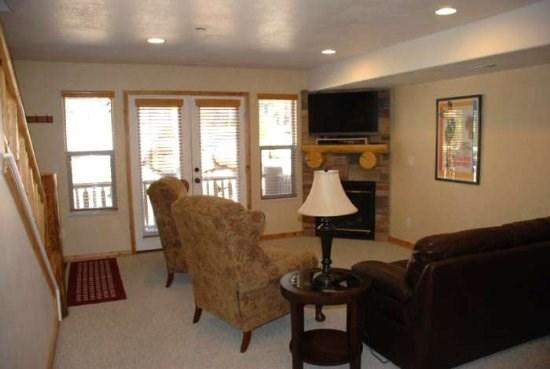 Living Room - Deluxe three bedroom condo - Eden - rentals