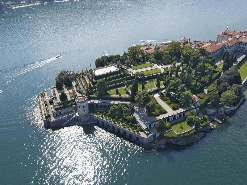 Stresa Isola Bella's garden - Lake Maggiore lakefront villa with pool and beach - Belgirate - rentals