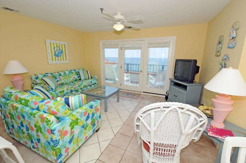 Living Room - Villa Capriani 416-B Oceanfront | 3 Pools, Largest Pool on NC Coast, 2 Hot Tubs, Grill Area, Tennis Courts, Restaurant, Internet - North Topsail Beach - rentals