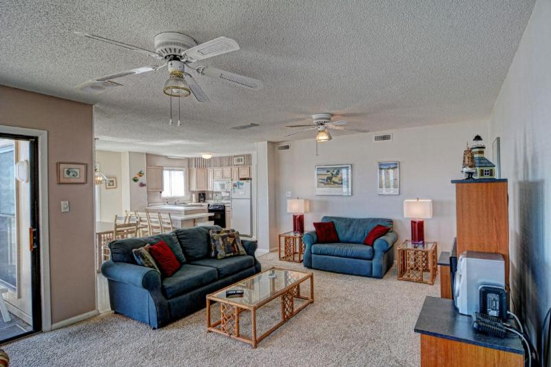 Living Room - Topsail Dunes 1214 Oceanfront! | Community Pool, Tennis Courts, Grill Area - North Topsail Beach - rentals