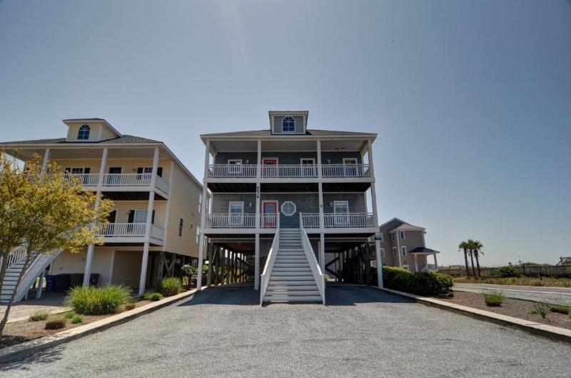 4416 Island Dr - Island Drive 4416 Oceanfront-B Lot! | Elevator, Jacuzzi, Fireplace, Internet, Wedding Friendly - North Topsail Beach - rentals