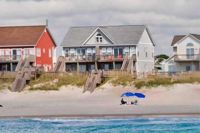 I'm on a boat! - Island Drive 3984 Oceanfront! | Internet, Jacuzzi, Wedding Friendly - North Topsail Beach - rentals