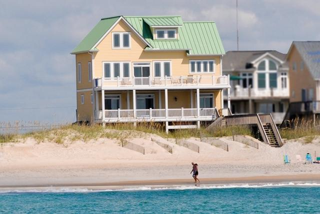 I'm on a boat! - Topsail Road 138 Oceanfront! | Hot Tub, Internet, Fireplace - North Topsail Beach - rentals