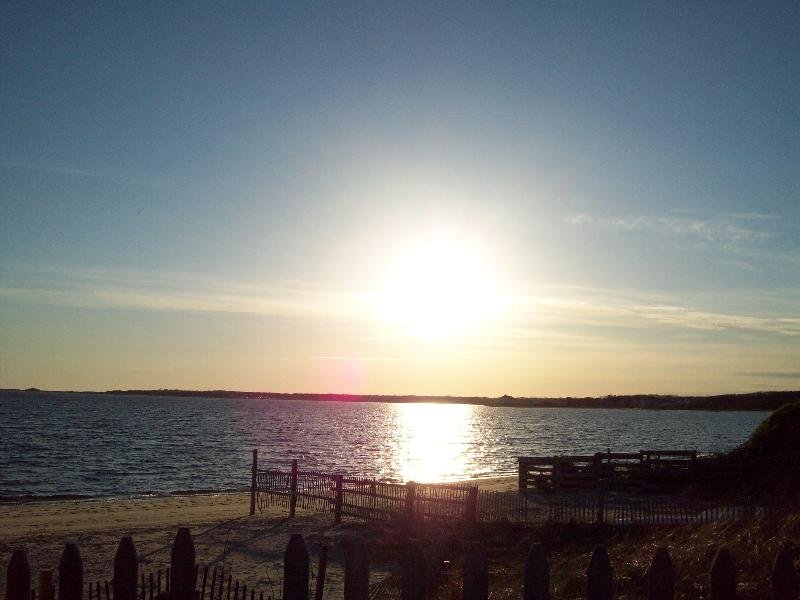 Sunset on our Beach - West Yarmouth /200 yards from ocean/ sleeps 6 - West Yarmouth - rentals