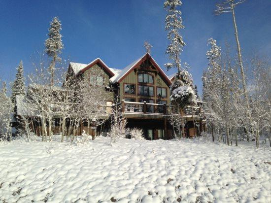 Moose Mountain Lodge Exterior - Winter - Moose Mountain Lodge - The best in Summit, CO! - Silverthorne - rentals