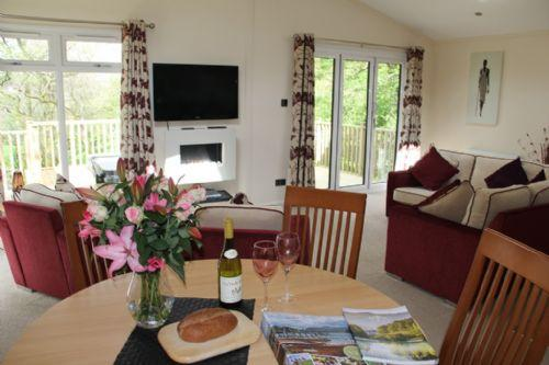 RETREAT LODGE, Hillside Park, (Hot Tub) Pooley Bridge, Ullswater - Image 1 - Pooley Bridge - rentals