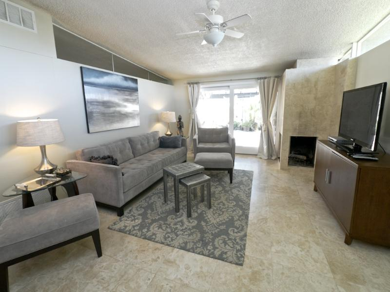 Elegant and Comfortable Living Room - Luxurious Retreat, 5 miles to Rose Bowl - Pasadena - rentals