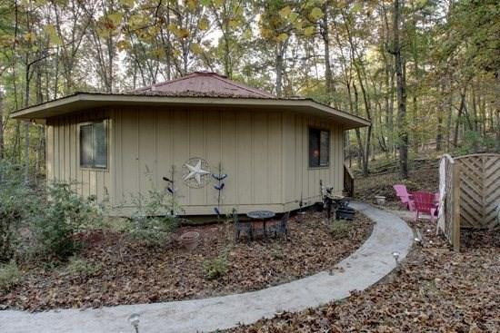 Rowe`s Round House~4 bed~2 Bath~Sleeps 8~Pet Friendly~Paved Access~Firepit~Electric Fireplace~Gas Grill~Only $99/night!! - Image 1 - Blue Ridge - rentals
