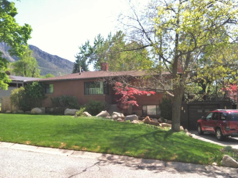 Located minutes from the city center, but right at the foot of the Rocky Mountains - Exquisite Mountainside Home in Salt Lake City - Salt Lake City - rentals