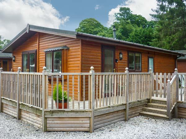 WINDERMERE LAKESIDE LODGE, decked terrace, on-site facilities, near lake shore near Windermere, Ref 21279 - Image 1 - Windermere - rentals