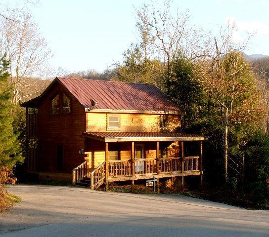 Bear Necessities - SPECIAL, COZY 2BD/2BA CABIN in GREAT LOCATION - Gatlinburg - rentals