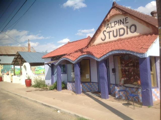 "The Alpine Studio (2 front doors) - ""Artsy"" Alpine Studio, dtown Alpine, near Marfa - Alpine - rentals"