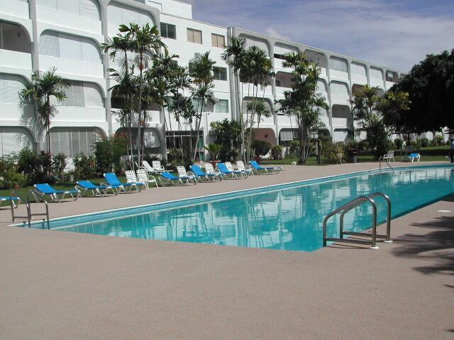 Golden View apartment, beach, swimming pool, - Image 1 - Holetown - rentals