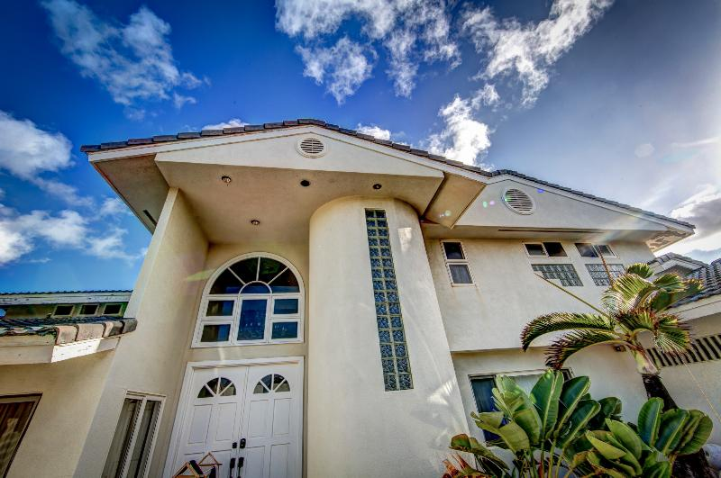 Entry to Paradise - Luxurious 4 bd Oceanfront Estate w/Pool & View - Laie - rentals