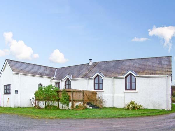 THE FORGE, all ground floor, family-friendly, close to coast in St. Ishmaels, Ref 18889 - Image 1 - Pembrokeshire - rentals
