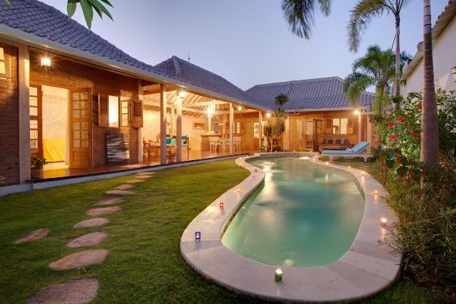 Open living overlooking pool & Gardens - LUXURY VILLA AT AFFORDABLE RATES, WALK TO SHOPS - Seminyak - rentals